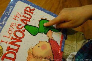 適合1-4歲的硬頁書 ●I Love My DINOSAUR● 超可愛觸摸書,還有分男孩女孩版