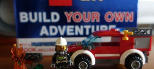 大推●樂高積木書Build your own adventure●可組CITY消防車和和星際大戰Y戰機
