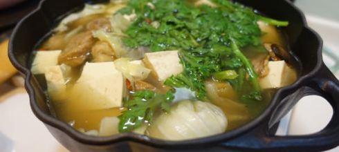 如果想推薦一個鑄鐵鍋●法國Staub的黑色南瓜鍋●炒菜燉湯好萬用!