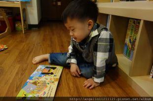 適合0-3歲的硬頁書單(11)●Bizzy Bear挖土機操作書●Pookie Pop躲貓貓找找書