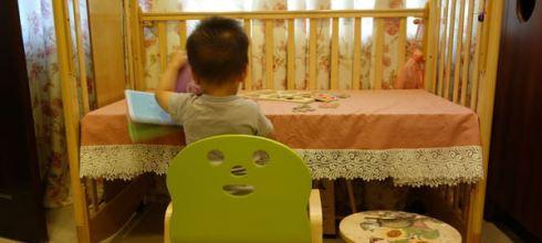 嬰兒床用到國小-變身為成長書桌