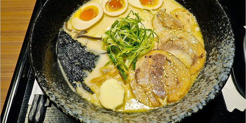 [台中拉麵]麵屋六花 Menya Rokka(學士路)-豚骨湯頭好濃厚的好吃拉麵 @低調到不行的巷弄拉麵店,使用日本紙鈔式拉麵販賣機方便又有趣。