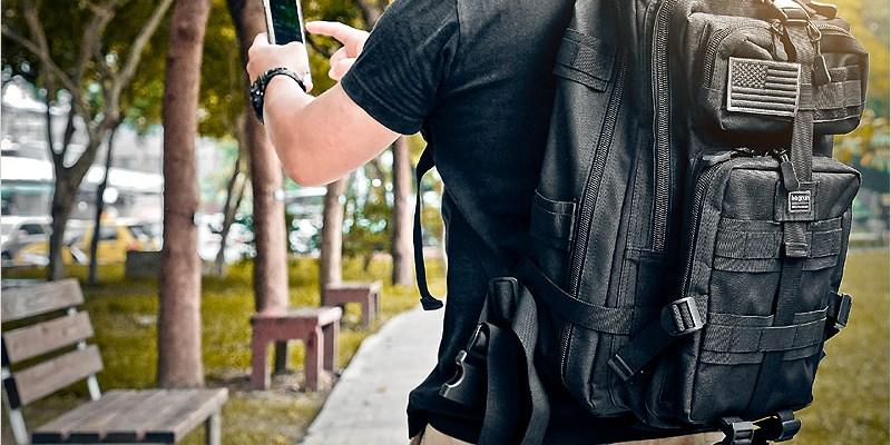後背包開箱 | bagrun 都會玩家軍事風格後背包-出遊或商務一包就搞定,好看、實用、大容量的後背包。