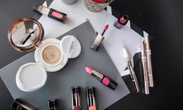 <彩妝> 巴黎萊雅全新專櫃級雙網氣墊/24K金緻唇彩/明采聚焦筆打造迎新金緻妝容。