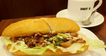 羅多倫咖啡   壽喜燒三明治+芝麻棉花糖焙茶拿鐵     超美味的日本國產牛肉+京都九條蔥的完美組合・冬季限定菜單