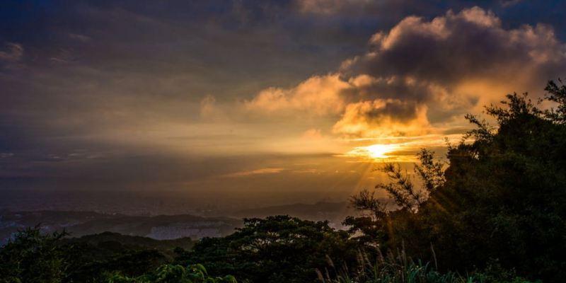 新北夕陽點推薦》大棟山405高地 - 夕照+夜景(大台北,大桃園&林口)