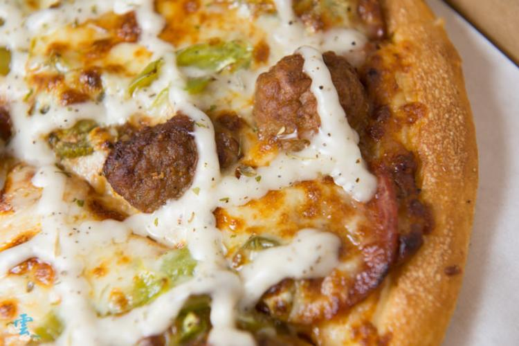 <窩客島邀約>拿坡里  紅酒醬肉丸披薩 新上市 Q彈好滋味