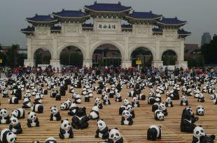 【365-96親子遊】來去中正紀念堂看熊貓大軍囉!(4y11d+3m)