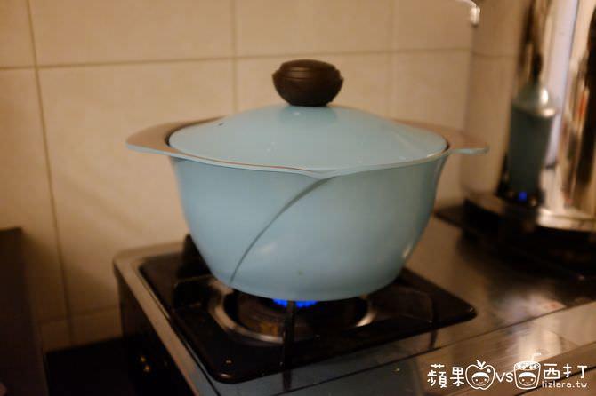 雞轉小火蓋鍋蓋