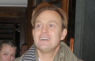Jason Donovan is to tread the stage boards again