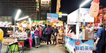 台中太平區東平夜市 吃喝玩樂樣樣有 也是景點更是美食 停車好方便 肉絲大腸麵線好特別
