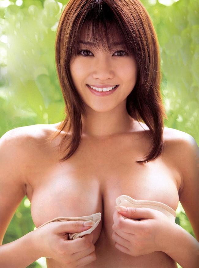 【ヌード画像】手ぶらで隠された乳首が気になりすぎるw(33枚) 05