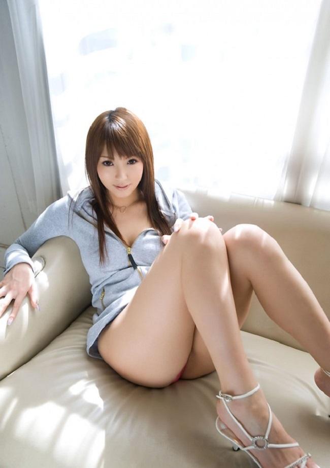 【ヌード画像】脚フェチ必見!スレンダーな美脚美人の魅力が半端ないw(35枚) 03