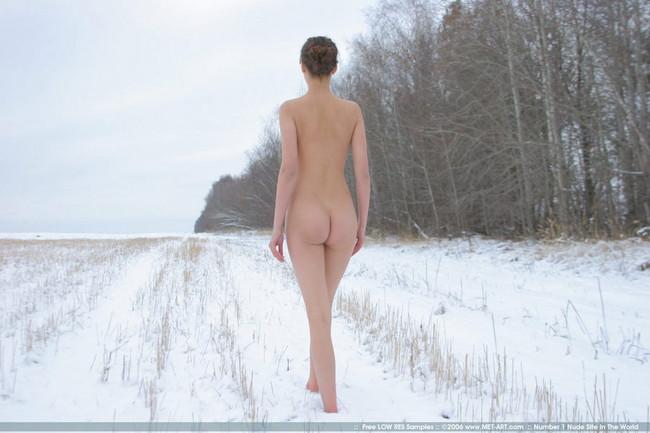 【ヌード画像】脚フェチ必見!スレンダーな美脚美人の魅力が半端ないw(35枚) 05