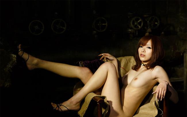 【ヌード画像】脚フェチ必見!スレンダーな美脚美人の魅力が半端ないw(35枚) 25