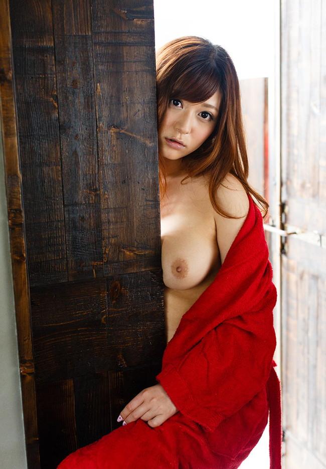 【ヌード画像】バスローブ着てる美女を押し倒したいw(30枚) 25