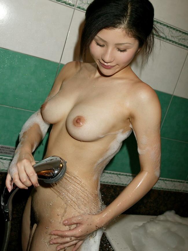 【ヌード画像】シャワーを浴びている美少女たちに心が洗われるようですw(35枚) 10