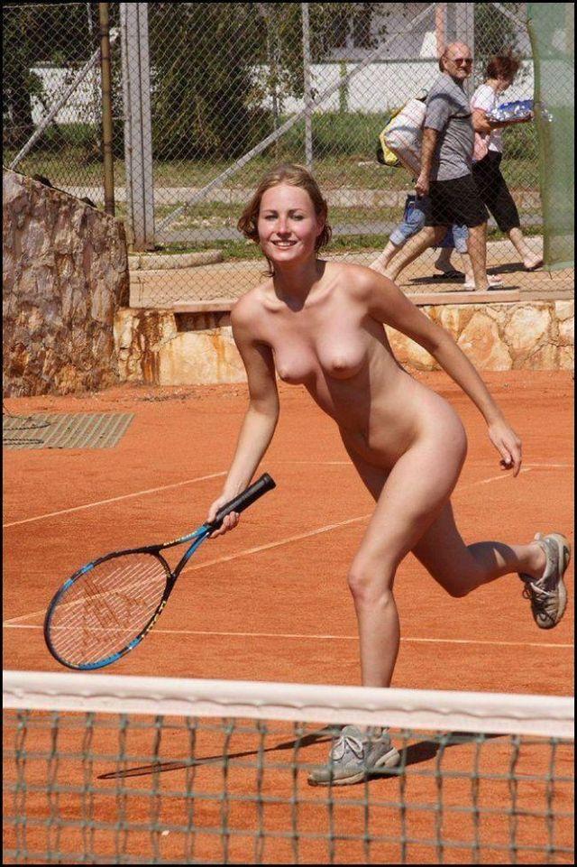 【ヌード画像】女の子の丸出しスポーツ姿が大胆すぎるw(31枚) 03