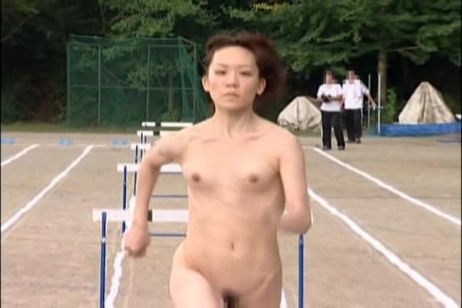 【ヌード画像】女の子の丸出しスポーツ姿が大胆すぎるw(31枚) 26