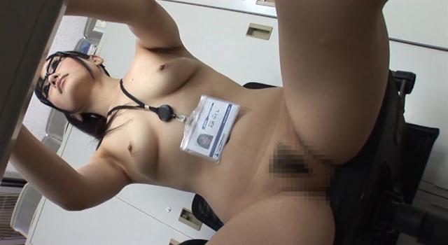 【ヌード画像】会社内で美女が裸になっている件(30枚) 05