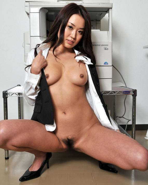 【ヌード画像】会社内で美女が裸になっている件(30枚) 21