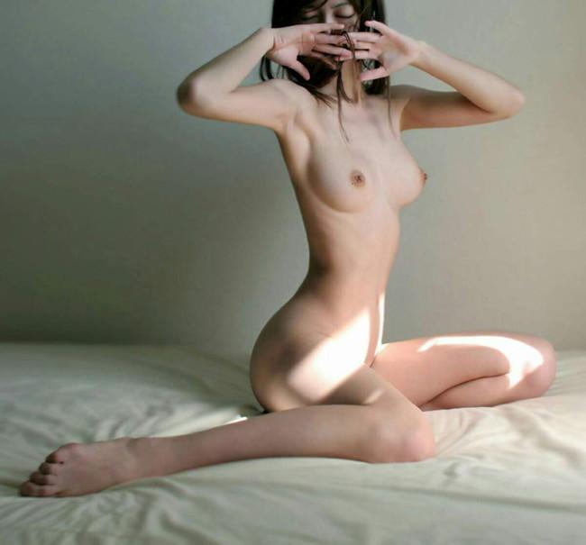 【ヌード画像】裸であひる座りしている女の子が可愛いw(33枚) 09