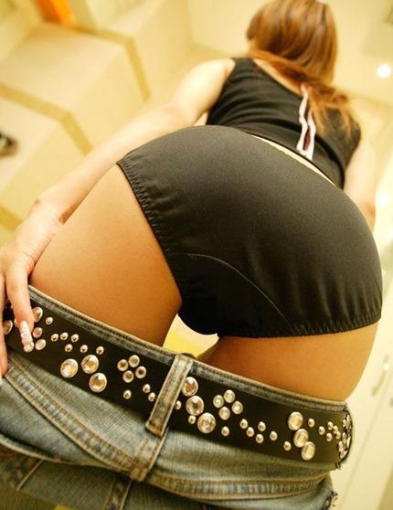 【ヌード画像】スカート脱ぎかけの下半身がエロすぎて困るw(30枚) 04