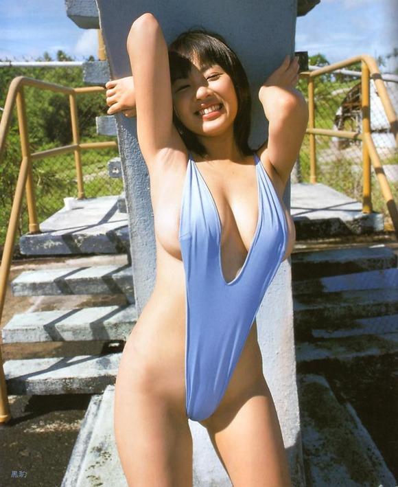 【ヌード画像】美女のV字水着姿が過激すぎw(32枚) 04