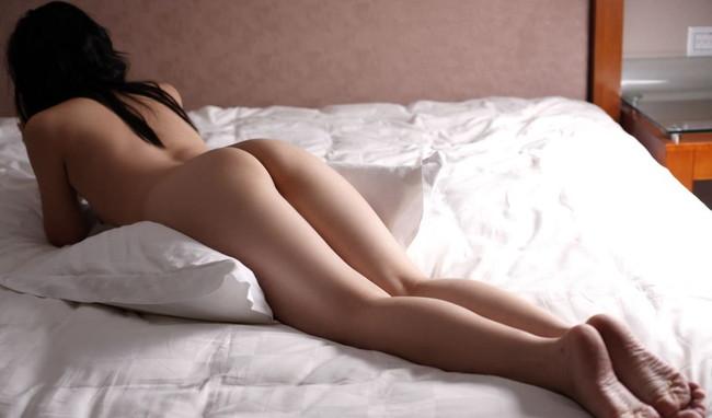 【ヌード画像】お尻や背中が美しいうつ伏せヌード画像(32枚) 19