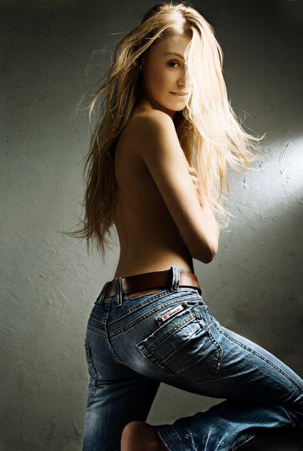 【ヌード画像】上半身裸の美少女wおっぱいの良さが再確認できるw(30枚) 07