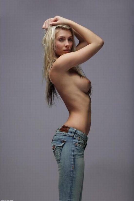【ヌード画像】上半身裸の美少女wおっぱいの良さが再確認できるw(30枚) 18