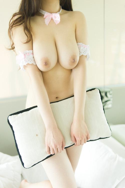 【ヌード画像】生乳を見せる美少女たちがエロいw(30枚) 12
