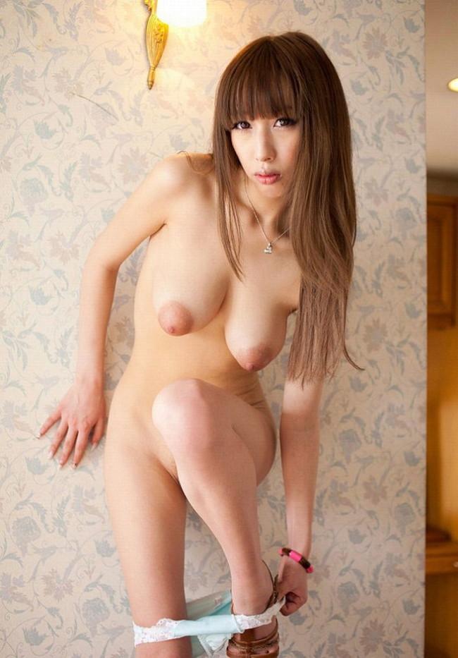 【ヌード画像】突き出るような円錐型オッパイで股間の息子も突き出てしまいますw(30枚) 25