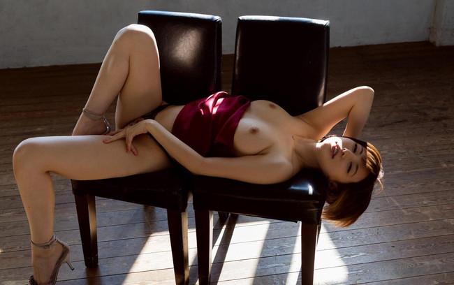 【ヌード画像】里美ゆりあの色白肌と美乳に心を奪われそうw(33枚) 11