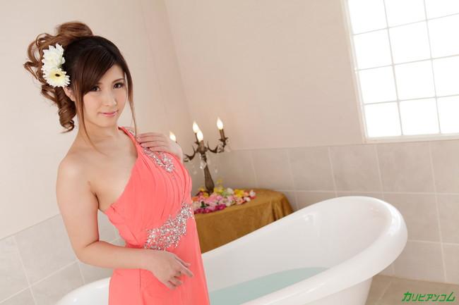 【ヌード画像】浴槽付きの部屋にいるAV女優さんたちにお出迎えされたいw(32枚) 01