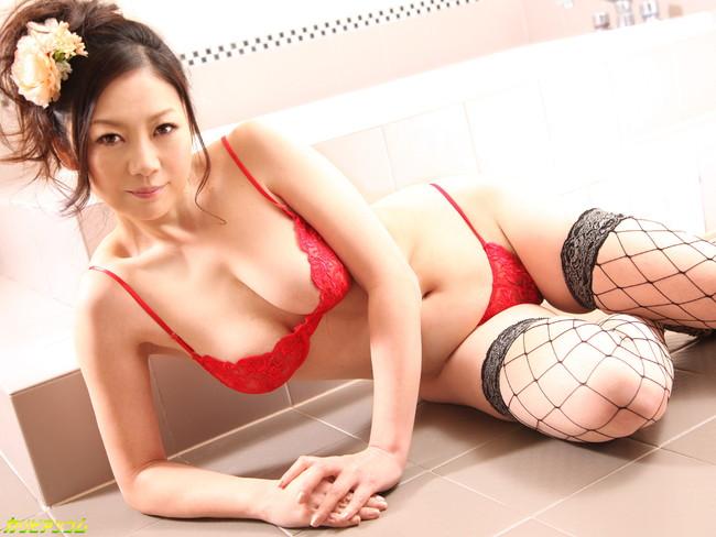 【ヌード画像】浴槽付きの部屋にいるAV女優さんたちにお出迎えされたいw(32枚) 15