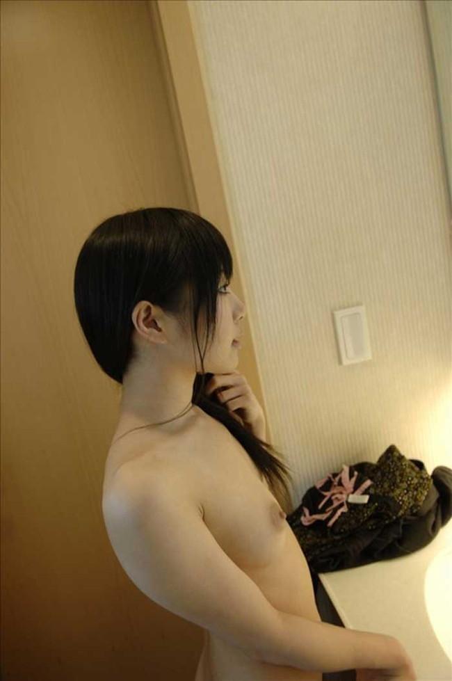 【ヌード画像】ガリガリ貧乳は嫌いだが、しっかり肉付いての貧乳は最高という法則があてはまる人はこの画像集をどうぞw(50枚) 34