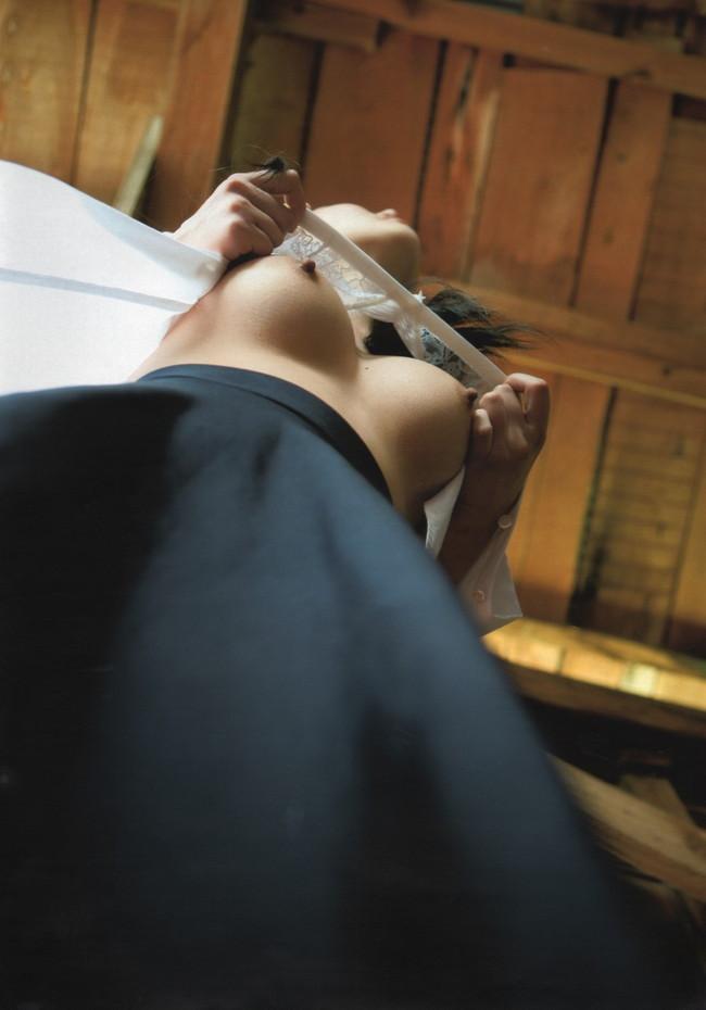 【ヌード画像】おっぱいは下から見上げるためにある。スライムのような見事な下からアングルのおっぱい画像集(50枚) 15