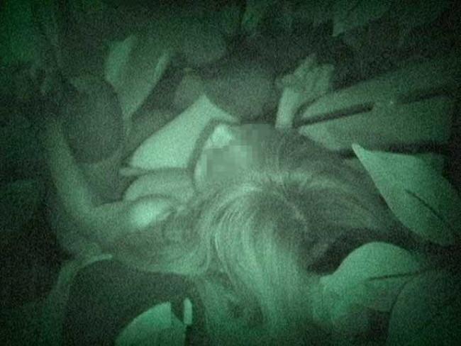 【ヌード画像】公園での素人SEXを赤外線盗撮した画像集!盗撮されようが蚊に刺されようがとにかくSEX!ww(50枚) 36