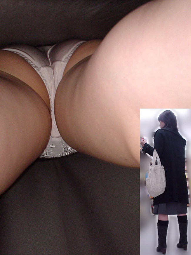 【ヌード画像】下着は地味な方が燃えるという法則にうなずかない人はいない。地味なブラやパンティーを履いた娘のエロ画像集(50枚) 21
