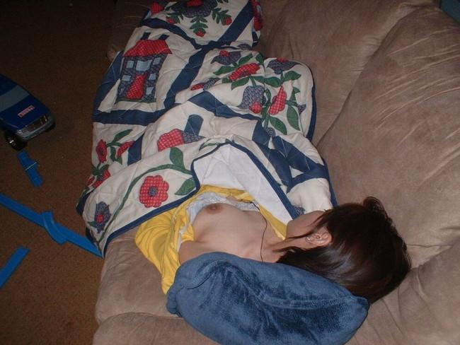 【ヌード画像】泥酔女の露出はリアルすぎてエロすぎる!アルコールのチカラを改めて感じる泥酔女性のエロ画像集!(50枚) 30