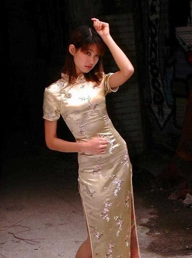 【ヌード画像】チャイナドレスってきらいな野郎はいないよな!スリットとパツパツ具合にコーフンするチャイナドレス画像集(50枚) 16