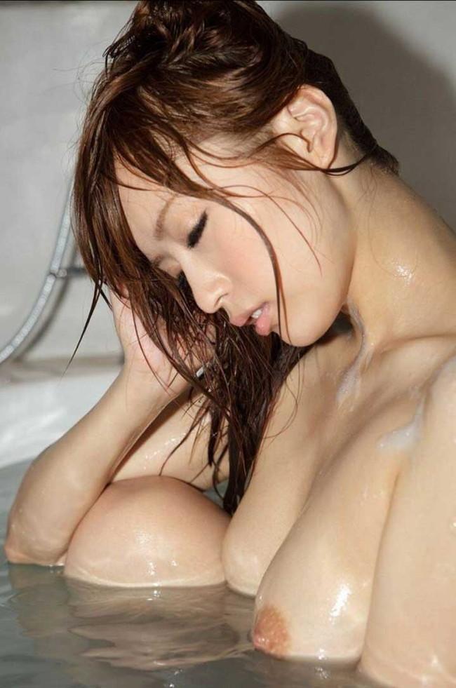 【ヌード画像】お風呂で泡だらけのヌード画像ってヌルヌルで最高にエロいぃ!手が触ろうと自然に伸びてしまう泡泡エロ画像集(50枚) 49