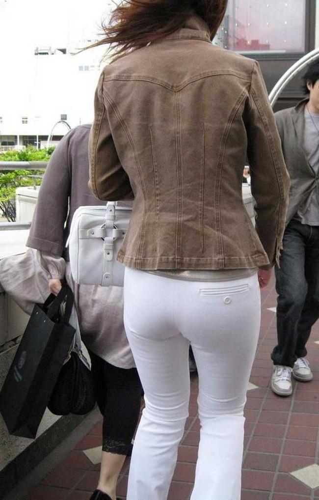 【ヌード画像】パッツパツのパンツだかレギンスだかを履いて街を普通に歩いてるオンナって死ぬほどエロいのに気付かないの?的画像集(50枚) 46