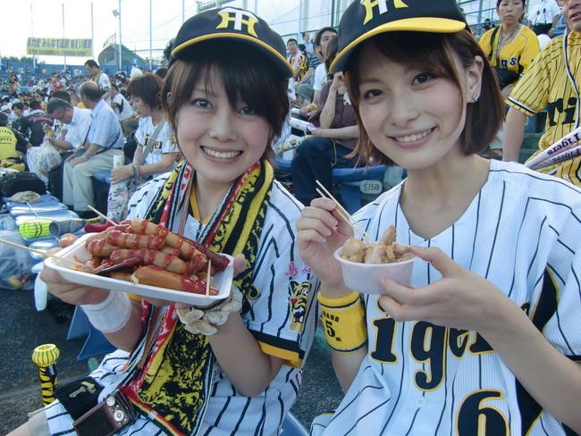【ヌード画像】女の子が野球のユニフォーム着ると想像以上にエロくなるという事を女性自身はまだ知らないのだろうか?野球ユニのセクシー画像(50枚) 25