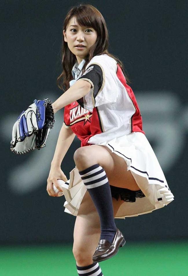 【ヌード画像】女の子が野球のユニフォーム着ると想像以上にエロくなるという事を女性自身はまだ知らないのだろうか?野球ユニのセクシー画像(50枚) 36