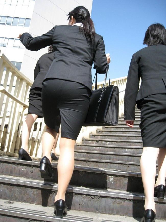 【ヌード画像】エロい!エロいぞリクルートスーツ!この初々しさとぴったりお尻のギャップ感がたまりません!(50枚) 02