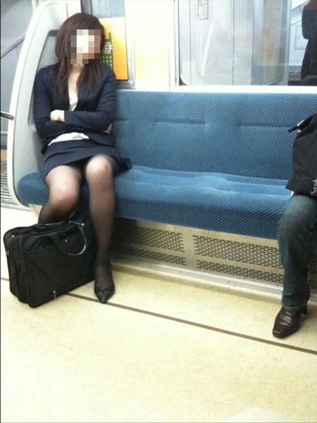 【ヌード画像】エロい!エロいぞリクルートスーツ!この初々しさとぴったりお尻のギャップ感がたまりません!(50枚) 44