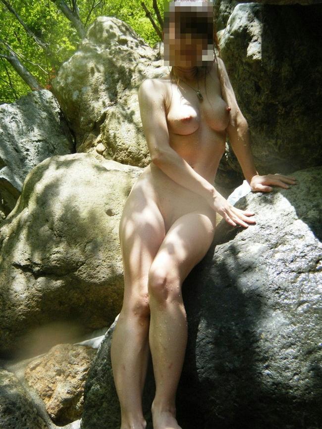 【ヌード画像】混浴露天風呂でタオルすら巻かない露出狂の素人画像(30枚) 24
