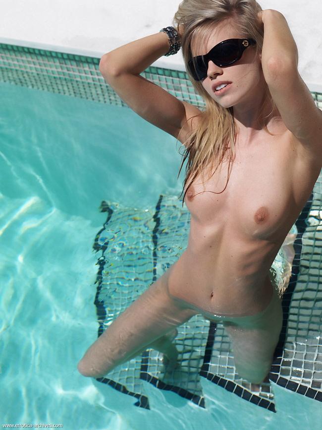 【ヌード画像】細身で貧乳~手のひら美乳の外国人ヌードモデル画像(30枚) 15